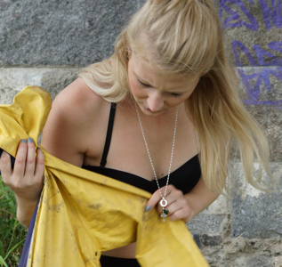 Julia finds a used and dirty Friesennerz (56 pics)