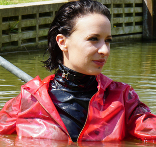 Red plastic and black vinyl in the pond (58 pics)