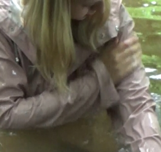 Another way to clean a dirty raincoat (9 min)