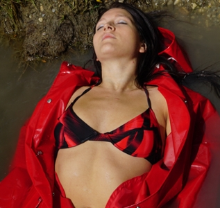 Red plastic beach wear (24 pics)