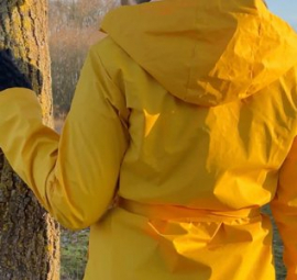 Movie: The belted raincoat (09:35 min)